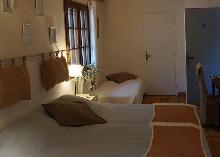 chambres d 39 h tes suze la rousse en dr me proven ale lo rasteli. Black Bedroom Furniture Sets. Home Design Ideas